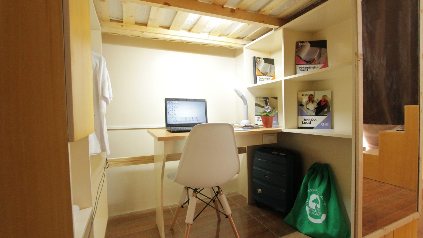 4人部屋 勉強机